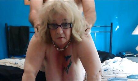 De moeder neemt bondage pornofilm de Jonge Haan gretig in de mond.
