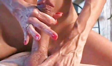 Kuikens bondage filmpje knijpen en betasten vagina door zwaartekracht