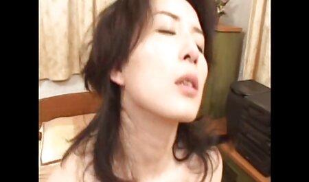 Verborgen camera in free porno sm de kleedkamer om een meisje met kleine tieten neer te schieten.