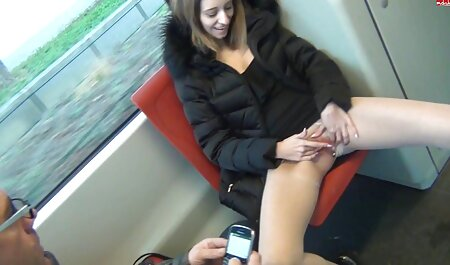 Chubby MILF in kousen bevalt bondage pornofilm zichzelf