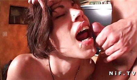 De minnares bracht een blondje met grote borsten naar een orgasme met behulp van bdsm filmpje een seksmachine.