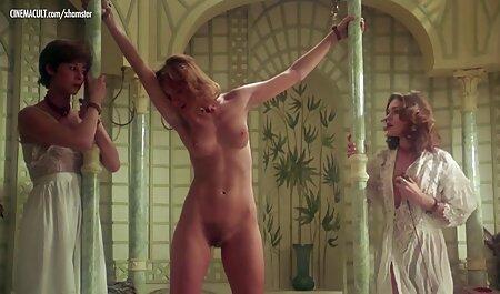 Veronica rijdt op sexfilm sm een nieuwe seksmachine.