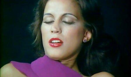 Sophie, gratis sexfilm bdsm die bedreven is in het zuigen van de lengte van de fallus.