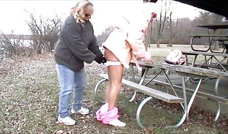 Drocher volgt de berjin meisjes en ruimt zijn rotzooi op. gratis sexfilm bdsm