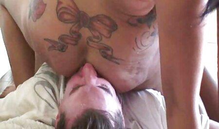 Een porno film sm man opende de pijpbeurt van de eerste persoon.