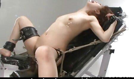 Een sexfilm bondage rechter veroordeelde twee heksen die snakken naar ruwe seks.