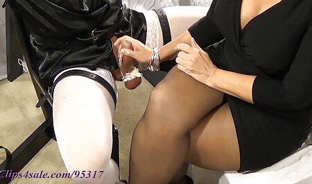 Sexy lesbische tong leidt vriendin naar bdsm seks film orgasme