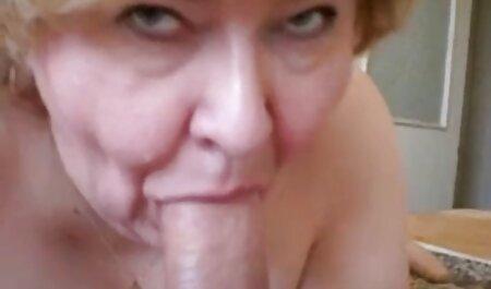 De Zwarte heeft een blank meisje in de bondage porno anus gefrituurd.