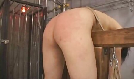 Volwassen bazen bondage sex films neuken stagiaires op kantoor.