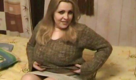 Het meisje werd aangeboden om geld te bdsm seks film ontvangen.