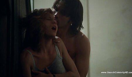 Hot oil girl wordt geneukt door masseur op de bank. extreme bdsm movie