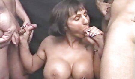 Danielle nodigde een vriend uit om hem te bezoeken sm porno bondage en hem te geven
