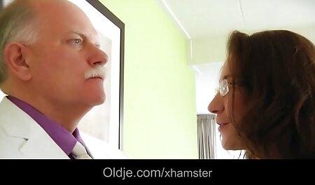 Roodharige Amanda geeft toe aan een sterke sm sex film zwarte man.