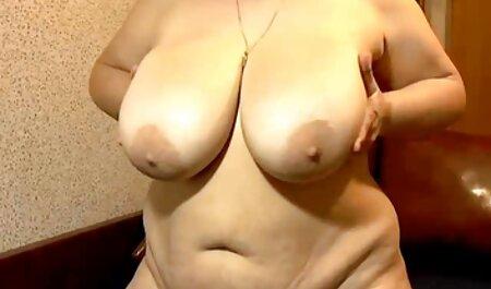 Skinny Tatyana sm gratis film neukt haar vagina met een dildo.