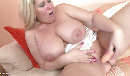 Jeanne strekte haar lange benen sm seks filmpjes en liet haar leraar likken.