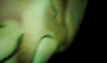 Magere aziatische meisjes blij bdsm seksfilms met cumshots op wit lichaam