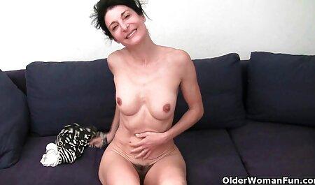 Het meisje was dol op zwarte laarzen, dus porno sm bondage kreeg ze een orgasme.
