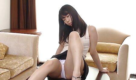 Christina is lief en houdt ervan om de man sm pornofilms in twee gaten op te eten.