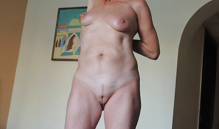 Het koppel registreert movie porn bdsm een mondelinge correspondentie thuis op een videocamera.