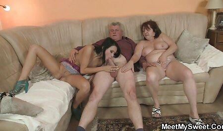 Adriana helpt de man en sm pornofilm huilt dan met hem.
