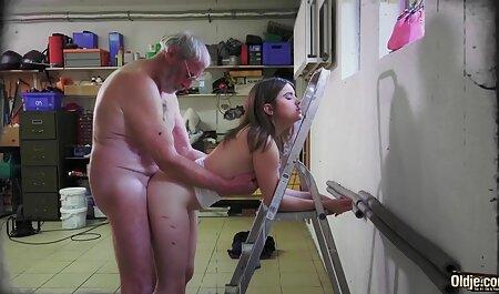 Een jonge hoer om haar mooie gezicht af te bdsm seksfilms maken.