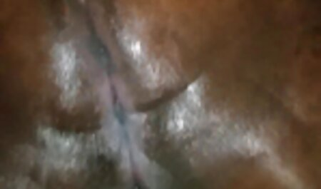 Sensuele lesbische seks in de film porn bdsm keuken.