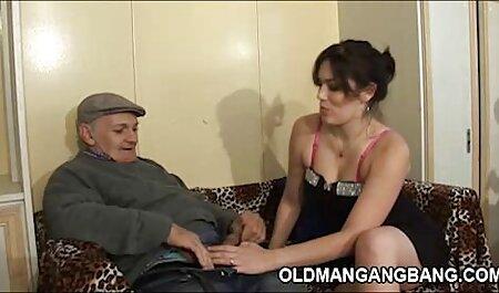 Een nieuwe minnaar die de vagina van een mooie courtisane bdsm sexfilms likt en pelt.
