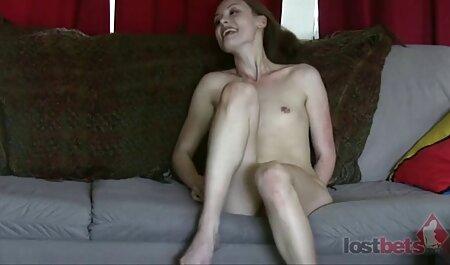 Pikaper domina sex film knuffelt de dunne blonde om geld te krijgen.