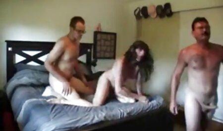 Libertijnse Amanda die een man een natte bdsm bondage porno vagina geeft