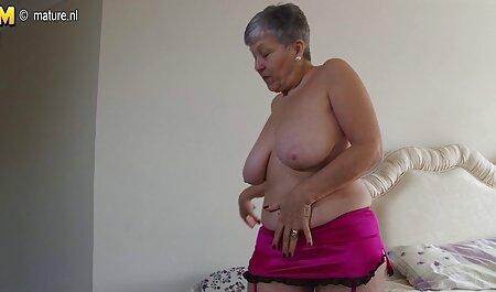 Brunette met kleine borsten komt voor een massage, bdsm seksfilms maar heeft in plaats daarvan een lul in de vagina.