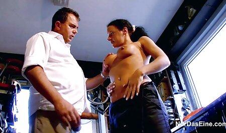 De man movie porn bdsm heeft de andere studenten gefrituurd met een limo.