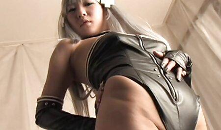 Een jonge 3d bdsm porno vrouw was klaar met masturberen alleen.