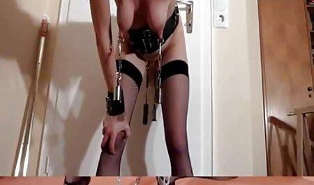 De kont is mooi in bondage porno een verleidelijke bikini.