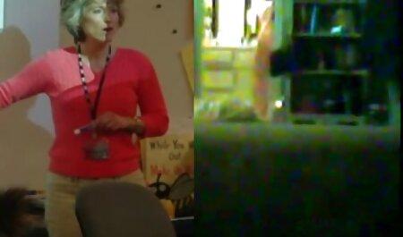Charlotte zweeft prachtig en kwelt met bdsm filmpje een scherpe naald