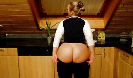 Turnsters keiharde sm films in de keuken slepen seksspeeltjes